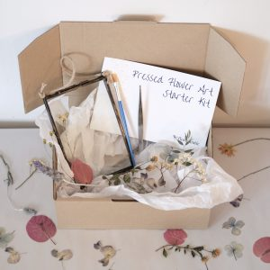 Florapeutic's eco-sustainable Pressed Flower Starter Kit contains a double glass frame, real pressed flowers, glue, paintbrush, tweezer and a step-by-step instructions